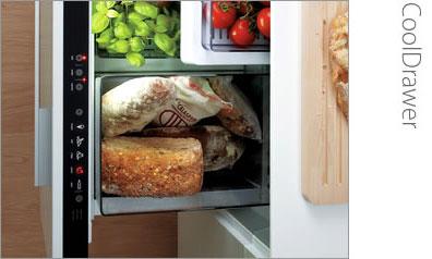 Компактный холодильник в кухонном ящике