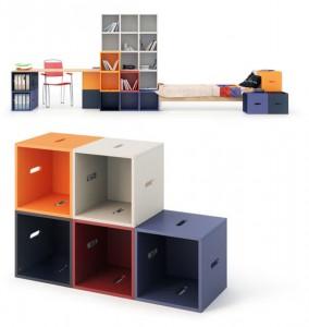 Модульные стеллажи кубической формы разных цветов