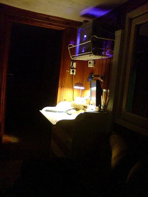 Компьютерный стол - новые идеи -системный блок с подсветкой