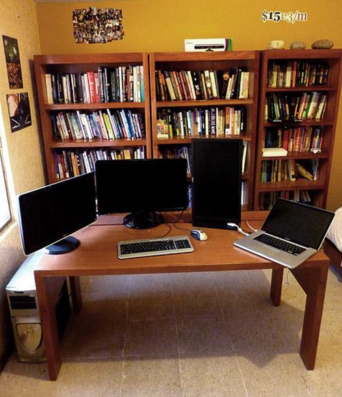 Пример самодельного стола для компьютера и других гаджетов