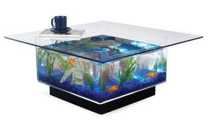 Кофейный столик и аквариум. Выглядит оригинально.