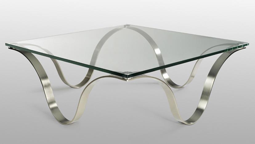 Журнальный столик кофейный с прозрачным верхом и металлическими ножками
