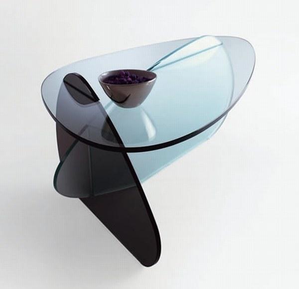 Журнальный столик из тонированного стекла. Пересечение овальных форм.