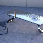 Металлический стол с оригинальными ножками и застывшей в падении каплей