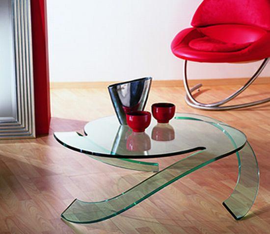 Кофейный столик. Верх и ножки сделаны из одного листа стекла