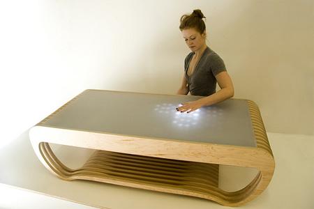 Стол с ЛЕД посветкой, которая реагирует на прикосновения