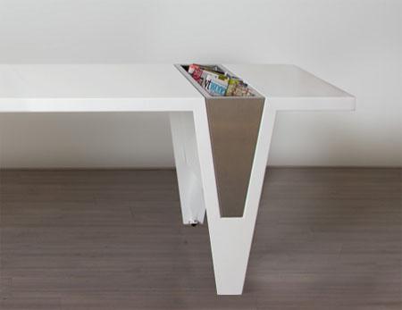 Журнальный столик цвета белый с бежевым. Отделение для мелочи, газет и журналов.