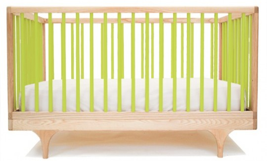 Детская кроватка с цветными вставками