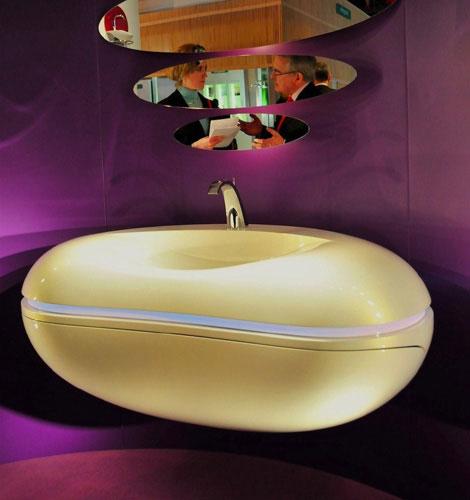 Раковина для ванной с закругленными краями и полкой внутри
