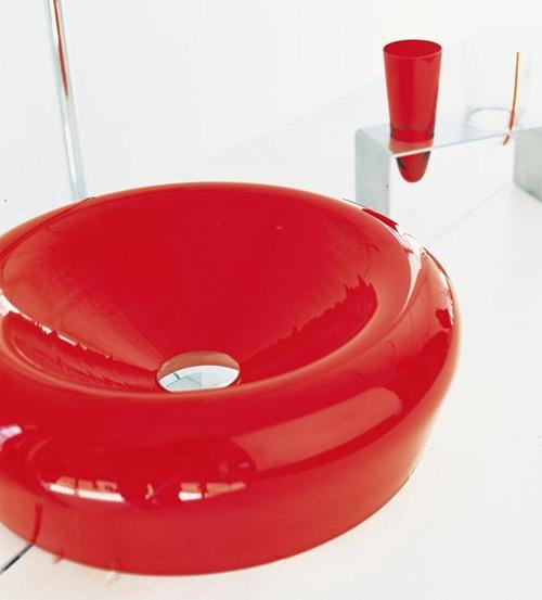 Яркое стекло раковины для ванной