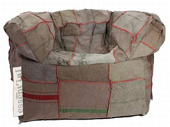 Напоминающий бесмформенный пуфик мягкий диван фото