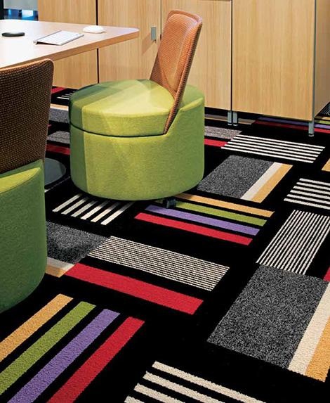 Яркая и контрастная ковровая плитка
