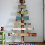 очень альтернативная новогодняя елка из горизонтальных дощечек