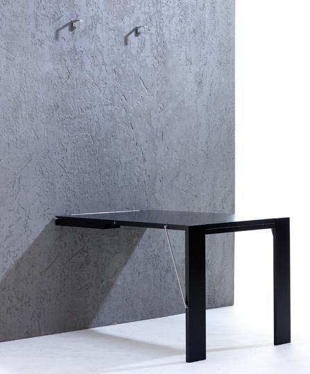 Откидной стол в разложенном состоянии достаточно большой, чтобы быть удобным