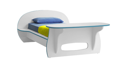 Детская кроватка белого цвета.