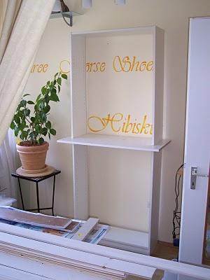 Стеллаж из Икеи -- убрать лишние полки, одну из полок, наоборот, сделать слегка выступающей за габаориты будущего кухонного шкафа