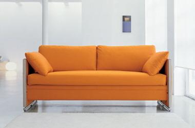 Раскладной диван, оранжевого цвета. Раскладывается в двухъярусную кровать.