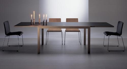 Раздвижной стол в разобранном состоянии становится больше ровно в два раза.