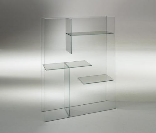 Полностью стеклянный стеллаж, книжные полки. Оригинальный предмет современного интерьера