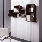 Набор книжных полок необычной формы. Не смотря на скошенную форму все рабочие поверхности строго горизонтальны.