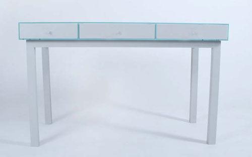 Стол с прозрачной столешницей и множеством ящиков