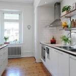 Длинная белая кухня