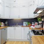 Полукруглая кухня светлых тонов