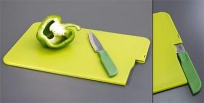 Разделочная доска из пластмассы с местом для хранения ножа
