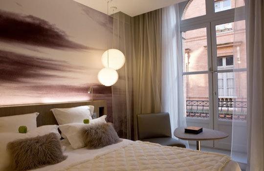 Пример оформления интерьера с использованием фото-обоев как главного элемента в оформлении стен.
