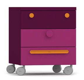 Детская мебель. Разноцветный комод.