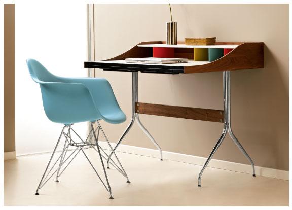 Компактный компьютерный стол на железных ножках. Удобный, легкий и устойчивый.