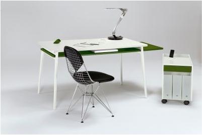 Легкий рабочий компьютерный стол. Контрастные цвета.