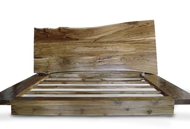 Кровать из массива натуральной древесины. Светлая акация.