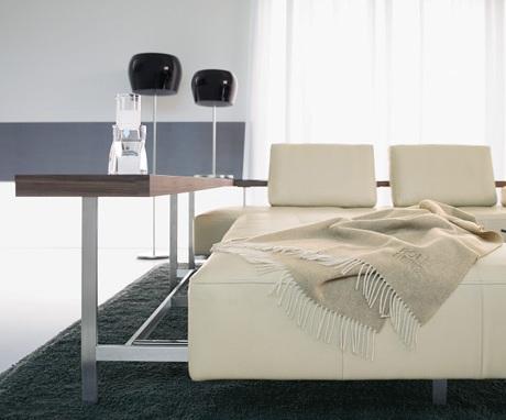 Модульный диван превращается в удобную двуспальную кровать.