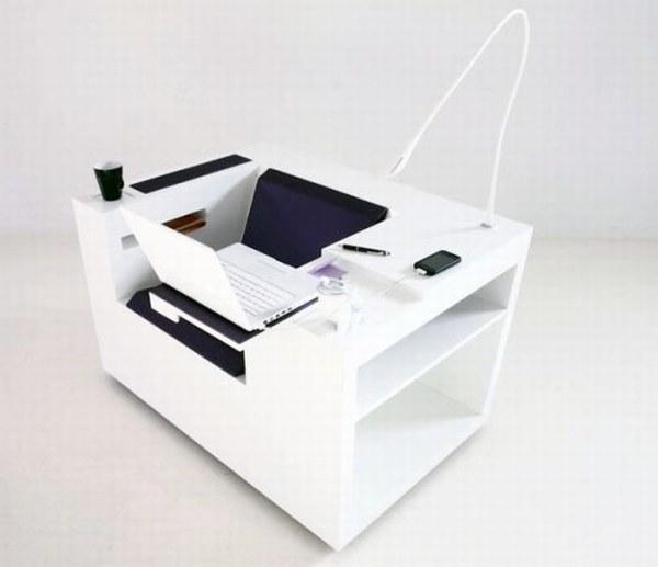 Откидной мини-столик для ноутбука.