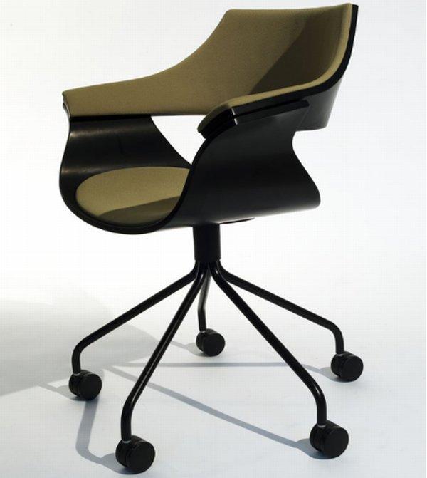 Удобное и эргономичное офисное кресло фото