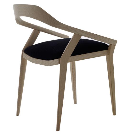 Удобный кухонный стул.