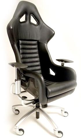 Кожаное офисное кресло. Удобное и эргономичное со множеством регулировок.