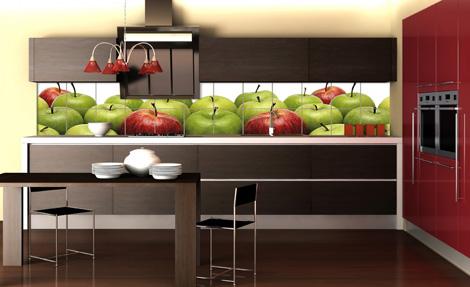 Дизайн кухни преображают фотообои, напечатанные на керамической плитке.