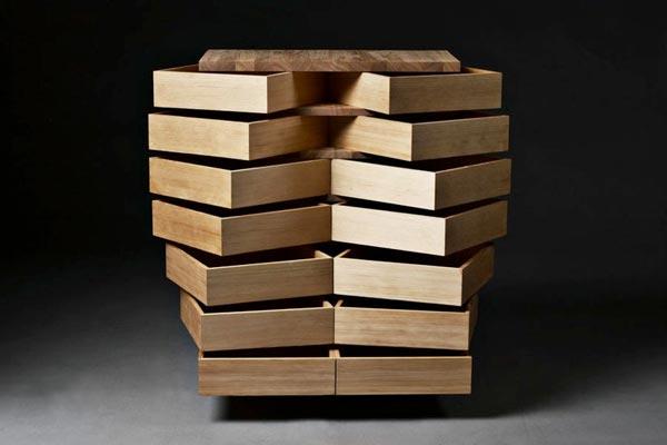 Оригинальный комод, все ящики которого выдвигаются под углом.