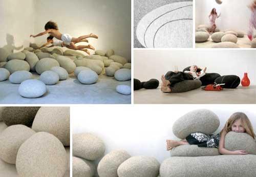 Детская комната подростка. Мягкая мебель из игровых подушек.