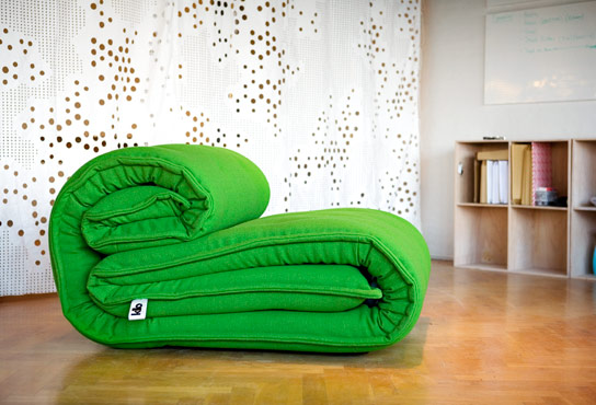 Дизайнерскре кресло. Напоминает тюфяк, удобно валяться.