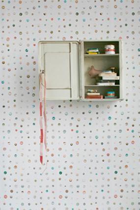 Обои для детской комнаты. Светлые в мелкий узорчик из пуговок.