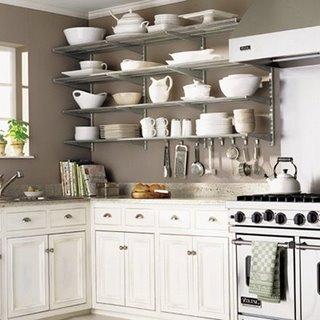 Металлические полки для кухни.