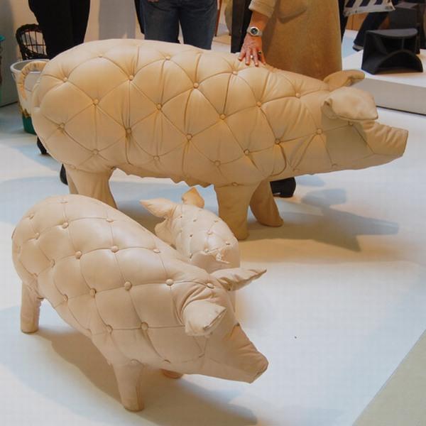 Кожаное кресло в виде свиньи
