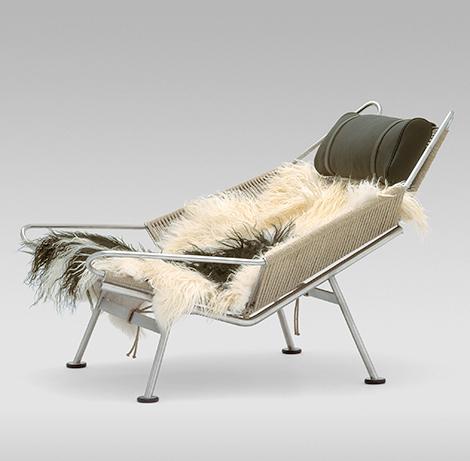 Домашнее кресло на металлической основе