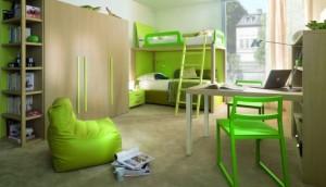 Набор детской мебели в зеленых тонах.