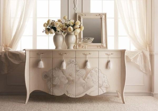 Секретер камод светлых тонов. Итальянская классическая мебель.