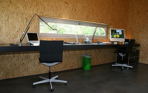 Домашний офис. Стол во всю стену