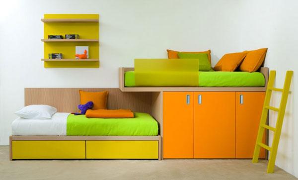 Гарнитур для детской комнаты. Яркие цвета, сочетание зеленого и оранжевого.